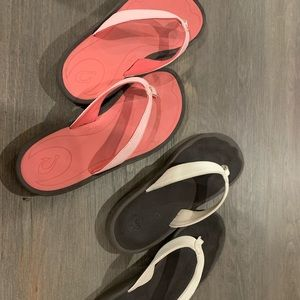 Olukai flip flops - like new! (2)Two pink/white